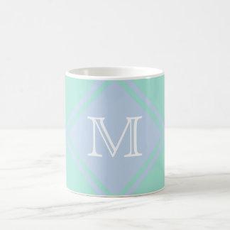 Refresque el monograma de la menta y de los azules taza