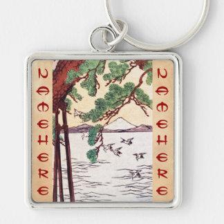 Refresque la escena japonesa de los pájaros del ár llavero cuadrado plateado