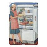 Refrigerador lleno de la cocina retra de las mujer