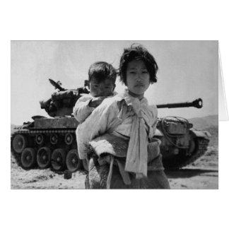 Refugiado de la Guerra de Corea con el bebé Tarjetas
