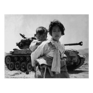 Refugiado de la Guerra de Corea con el bebé Postal