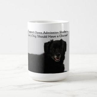 Refugios abiertos de la admisión de la ayuda taza de café