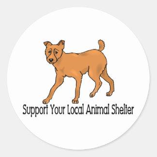 Refugios para animales de la ayuda pegatina redonda