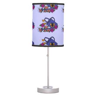 Regadera y lámpara del arte de las flores