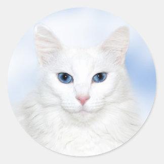 Regal white cat classic round sticker