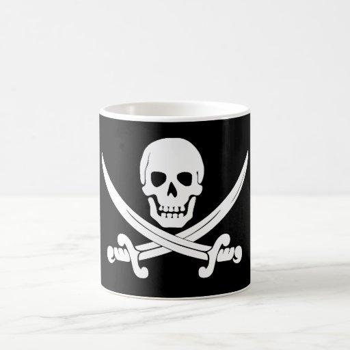 Regalo alegre del cráneo de bandera de pirata y de tazas de café