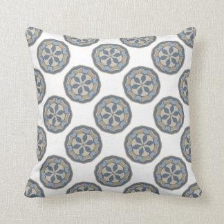 Regalo azul y del moreno blanco del diseñador de almohadas