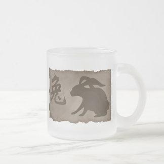 Regalo chino del conejo del zodiaco taza cristal mate