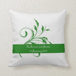 Regalo de boda de encargo verde de la hoja cojín