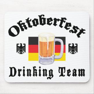 Regalo de consumición del equipo de Oktoberfest Tapetes De Ratones
