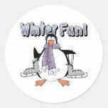 Regalo de la diversión del invierno de los niños pegatina redonda
