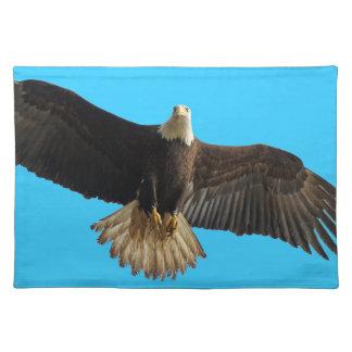 Regalo de la fauna de Eagle calvo que vuela Mantel Individual