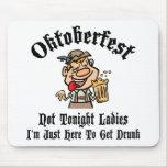 Regalo de las señoras de Oktoberfest no esta noche Tapetes De Raton
