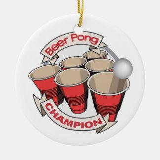 Regalo del campeón de Pong de la cerveza Adorno Navideño Redondo De Cerámica