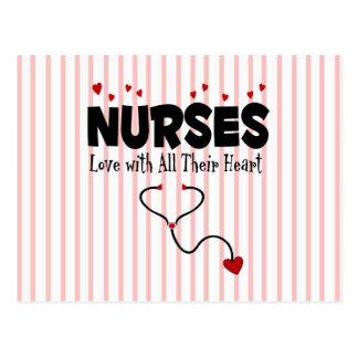 Regalo del corazón de la enfermera tarjeta postal