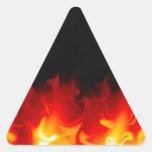 Regalo del infierno en fuego pegatina triangular