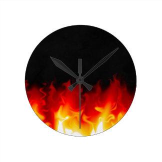 Regalo del infierno en fuego reloj redondo mediano