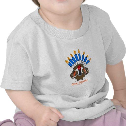 Regalo del menorah del pavo de Thanksanukkah Thank Camiseta
