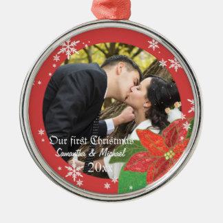 Regalo del navidad del par del boda del Poinsettia Adorno Redondo Plateado