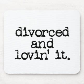 """Regalo divertido del divorcio """"divorciado y lovin  alfombrillas de ratones"""