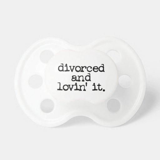 """Regalo divertido del divorcio """"divorciado y lovin  chupetes de bebé"""