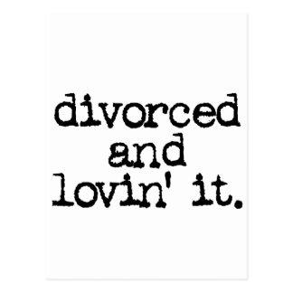 """Regalo divertido del divorcio """"divorciado y lovin  postales"""