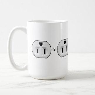 Regalo eléctrico divertido del electricista de la taza básica blanca