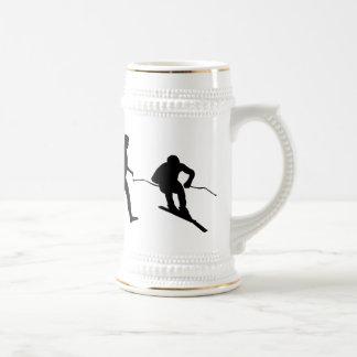 Regalo en declive del esquiador del esquí alpino jarra de cerveza
