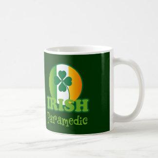 Regalo irlandés del paramédico tazas de café