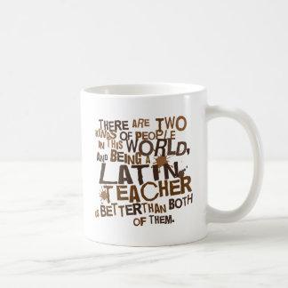 Regalo latino del profesor taza básica blanca