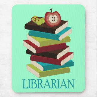Regalo lindo del bibliotecario de la pila de libro mousepad