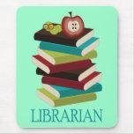 Regalo lindo del bibliotecario de la pila de libro alfombrilla de ratón