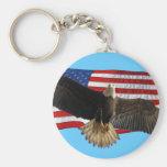 Regalo patriótico calvo de Eagle que vuela los E.E Llavero