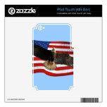 Regalo patriótico calvo de Eagle que vuela los E.E Calcomanía Para iPod Touch 4G