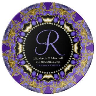 Regalo púrpura del aniversario de boda del monogra platos de cerámica