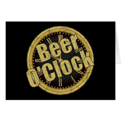 Regalo retro del en punto de la cerveza tarjeta de felicitación