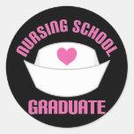 Regalo rosado del diplomado de escuela de pegatina redonda