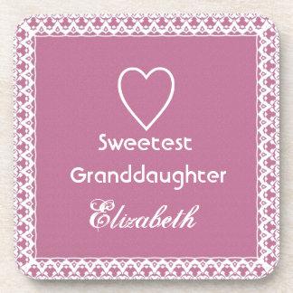 Regalo rosado y blanco del Granddaugher más dulce Posavasos