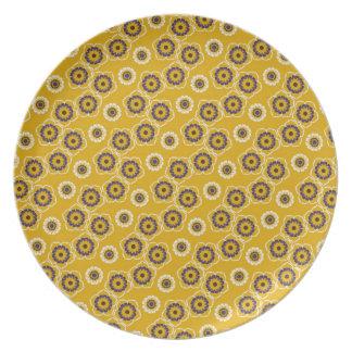 Regalos amarillos y púrpuras del estampado de platos