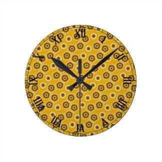 Regalos amarillos y púrpuras del estampado de reloj redondo mediano