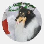 Regalos ásperos tricolores del navidad del collie etiqueta redonda