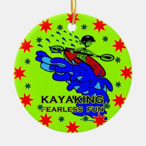 Regalos audazes Kayaking de la diversión Adorno Navideño Redondo De Cerámica