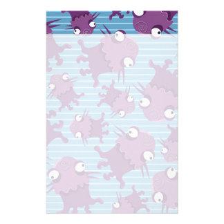 Regalos azules de las criaturas púrpuras de los  papeleria de diseño