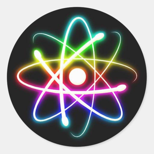 Regalos coloridos del friki del átomo que brillan pegatina redonda