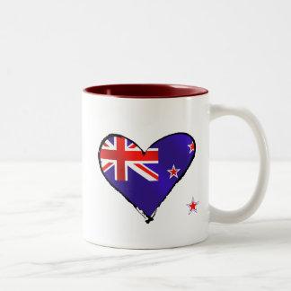Regalos de la bandera del corazón del amor de taza de dos tonos