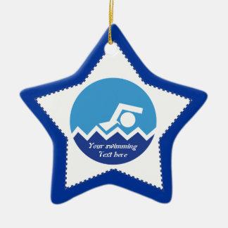 Regalos de la natación, nadador en un adorno navideño de cerámica en forma de estrella