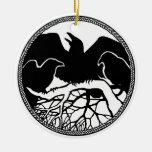 Regalos de las decoraciones del cuervo del negro adorno navideño redondo de cerámica