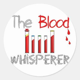 "Regalos de Phlebotomist ""el Whisperer de la sangre Pegatina Redonda"