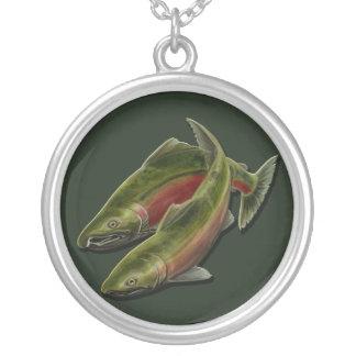Regalos del arte de la fauna de los salmones de collar plateado