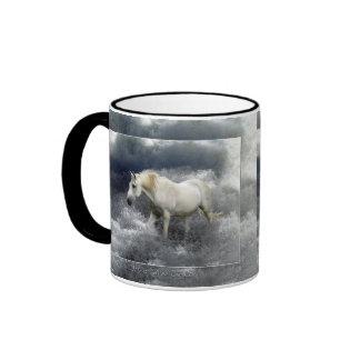 Regalos del caballo blanco de la fantasía y de la taza a dos colores
